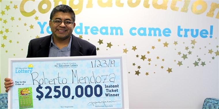 Roberto Mendoza ganó la lotería y usará el premio para alimentar pobres