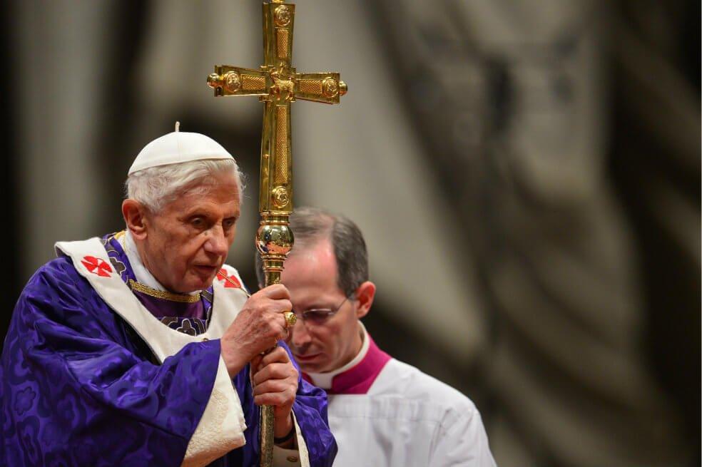 Benedicto XVI, durante misa de adviento