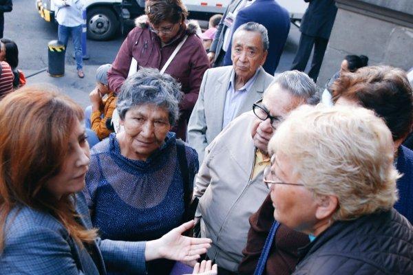 Protestan por apoyos económicos frente a Congreso de CDMX