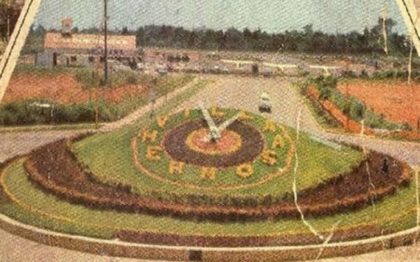 Primera instalación del Reloj Floral, en 1955