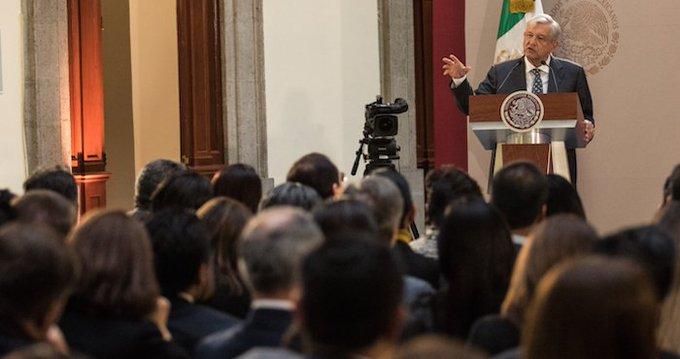INAI ordena a AMLO publicar lista de periodistas 'comprados'