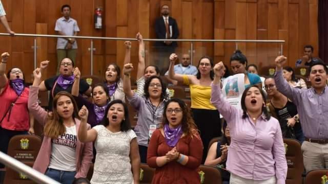 Veracruz convierte en delito compartir material íntimo