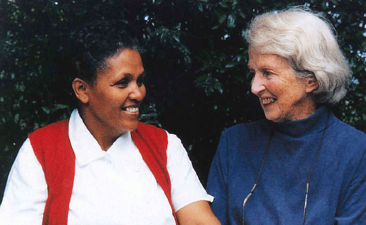 Mamitu Gashe y Catherine Hamlin.