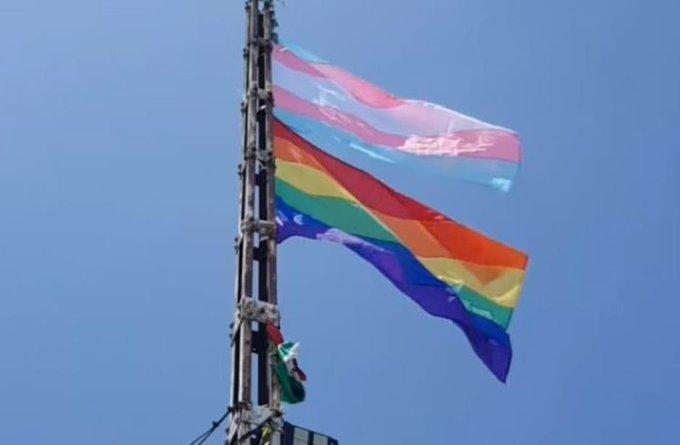 Banderas LGBT en Cerro de la Silla por víctimas LGBTfobia