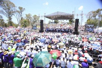 Becarios denuncian ser obligados a ir a eventos de campaña