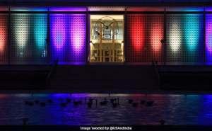 Nueva Delhi utiliza luces para representar bandera lgbt a pesar de prohibición del gobierno