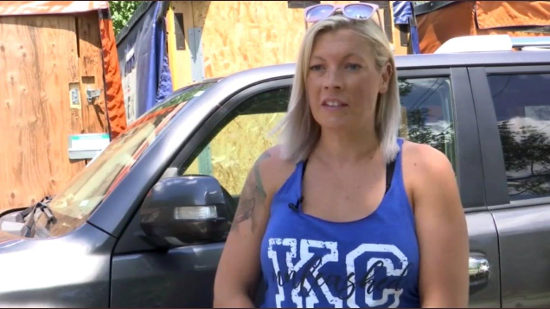 A mujer le roban su auto, investiga y lo roba de vuelta
