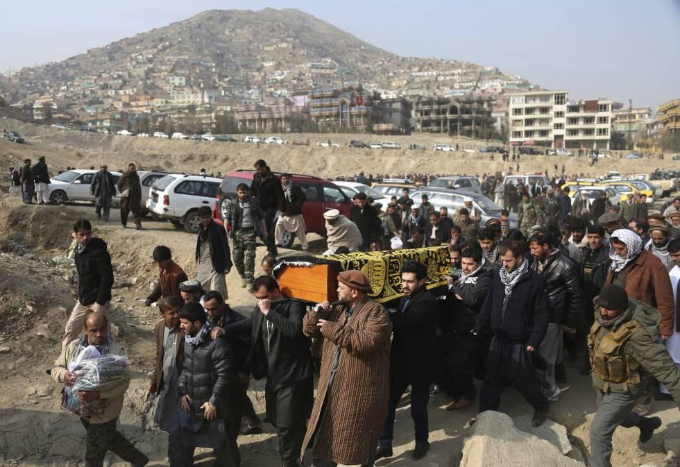 Funeral en Kabul, Afganistán, luego de un bombardeo