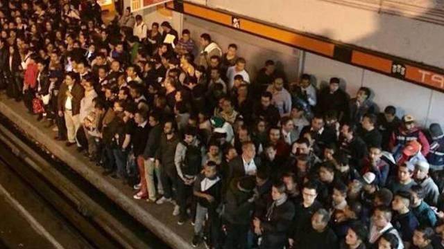 Cae usuario en vías de la estación Tacubaya