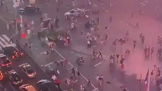 Times Square presa de pánico al confundir moto con disparos