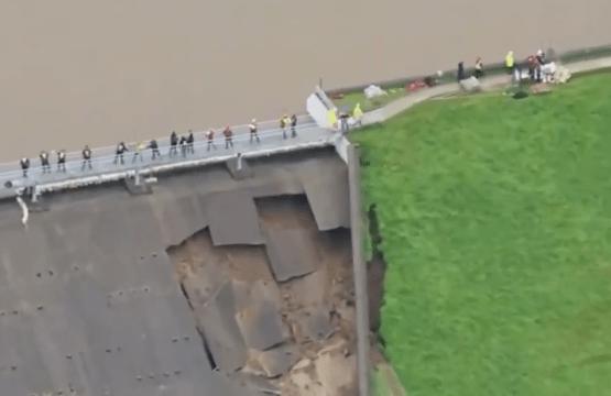 Evacuan a todo un pueblo en Inglaterra por derrumbe de presa