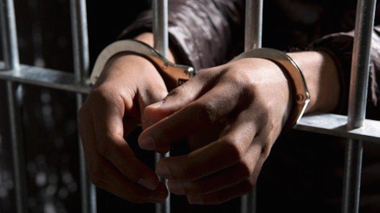 Detienen a un policia por presunta violacion al interior de la pgj
