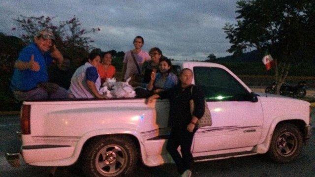 Roban a Las Patronas camioneta donde llevaban víveres
