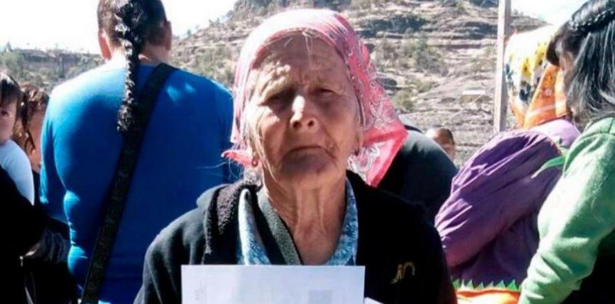Mujer rarámuri de 81 años terminó su primaria en Chihuahua