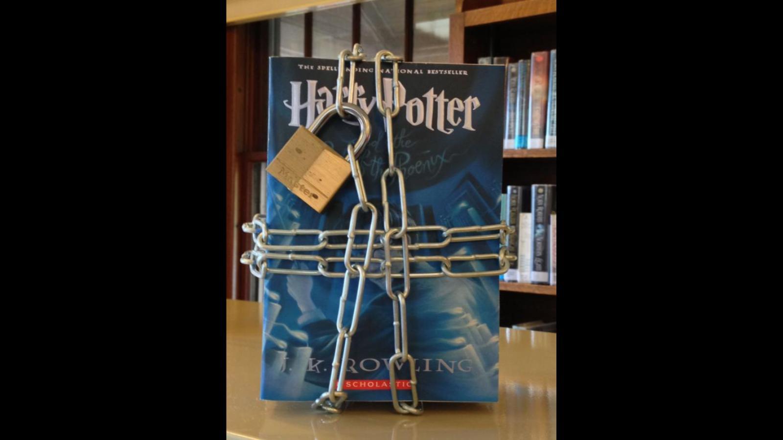 "Prohiben serie de Harry Potter por tener ""hechizos reales"""
