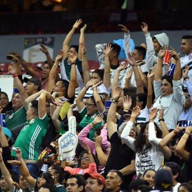 Por grito homofóbico se retiraron a 30 aficionados del Azteca
