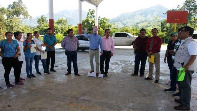 El alcalde de Chiapas va a todos los eventos, bueno envía una foto suya tamaño real
