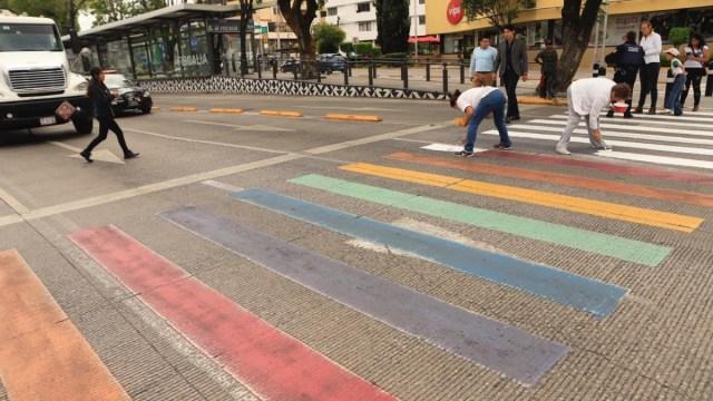 Ordenan a Tribunal de Puebla pintar de blanco cruce LGBT