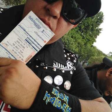 Gobernador rockero falta a Cabildo por asistir a concierto