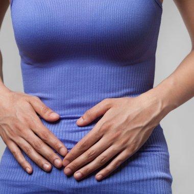 9/3/16 periodo-menstrual-productividad-reduce mujer con cólicos