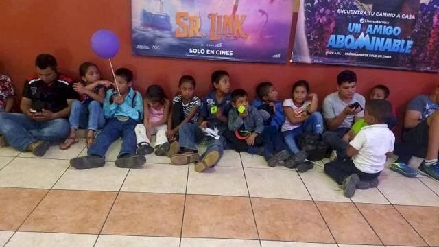 Maestro lleva a sus alumnos por primera vez al cine