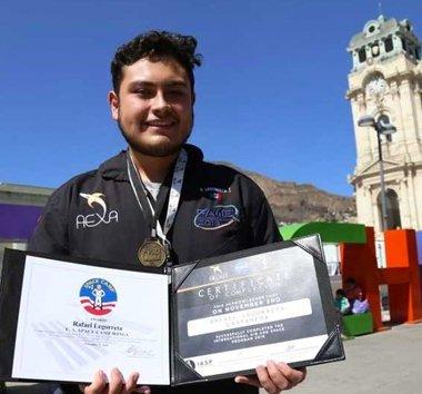 Él vendió pastes para cumplir su sueño y llegar a la NASA