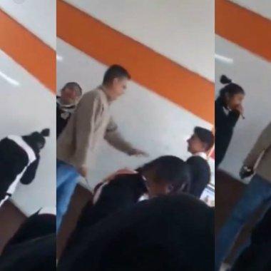 Captan a profesor dando reglazos a alumnos en Puebla.