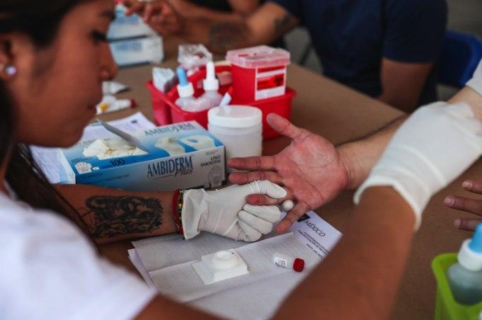 Muestras de sangre en el Día Mundial de la lucha contra el Sida