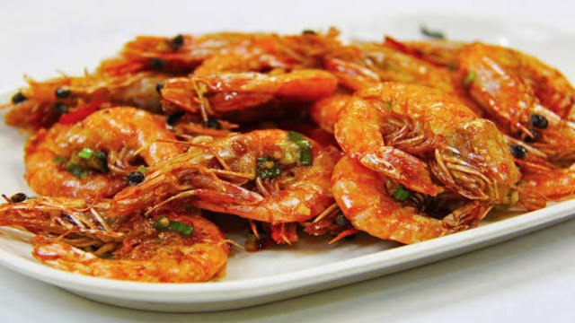 Chupar camarón podría traer riesgos a tu salud