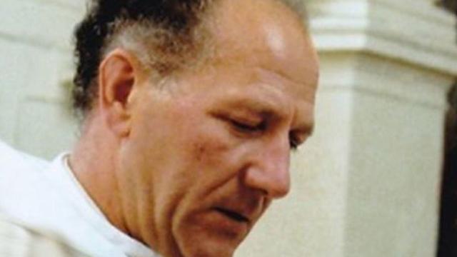 Sacerdote Roger Matassoli Acusado de abuso sexual fue asesinado con un crucifijo