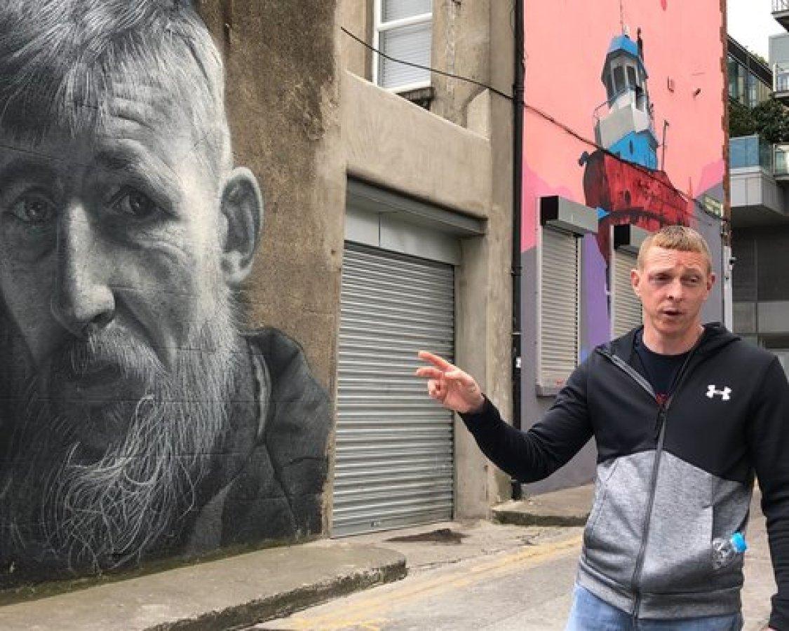 Guía De Turistas En Dublín. Una Alternativa Para Las Personas Sin Hogar