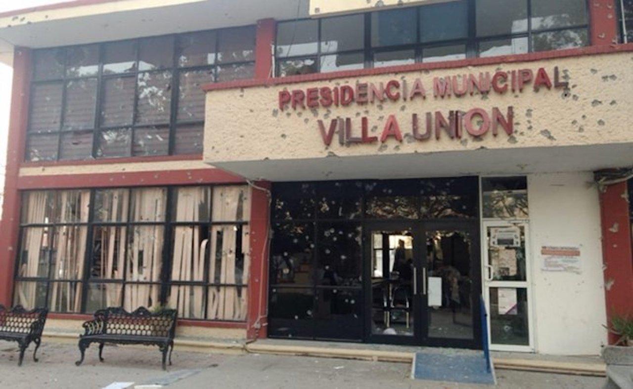 Palacio municipal baleado en Villa Union Coahuila hubo un enfrentamiento en el que murieron 23 personas