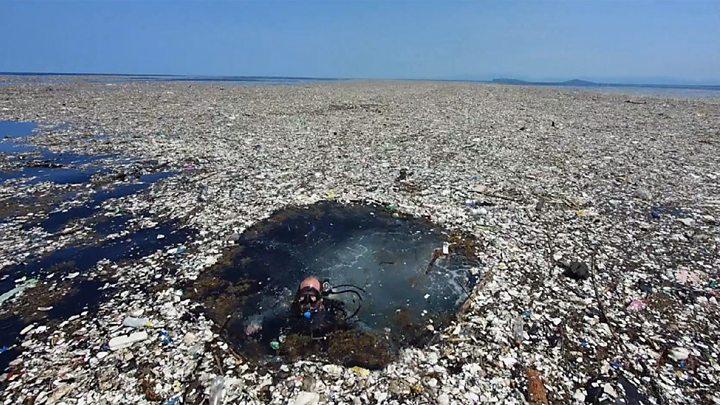 Descubren cráteres formados por basura en el mar.