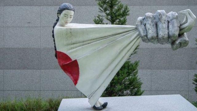 Estatua que conmemora a las mujeres consuelo explotadas sexualmente por japón
