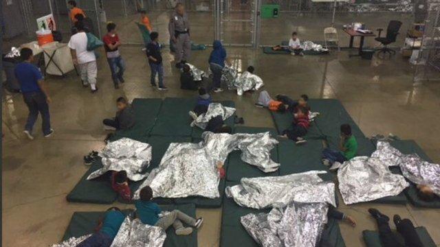 Niños migrantes pasaron Navidad enjaulados por el gobierno de Donald Trump