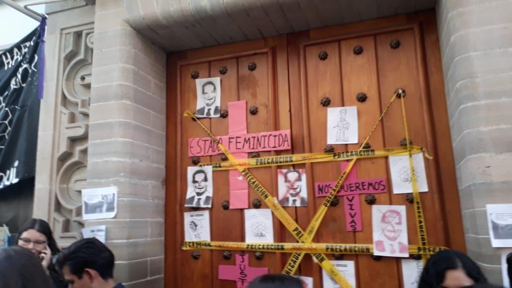 Alumnos de UG llaman a paro y exigen justicia por presunto feminicidio de Daniela Vega.