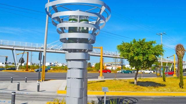 Estrenan torre que limpia el aire en Monterrey.