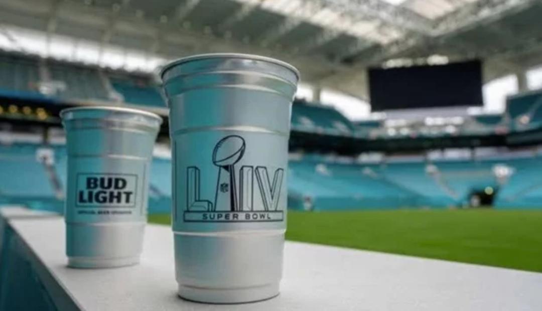 Super Bowl será más ecológico: usará vasos de aluminio reciclables