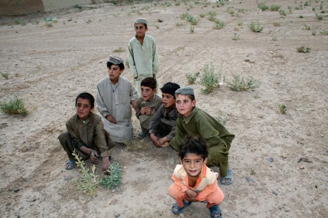 Afganistán: niñas se disfrazan de niños para poder estudiar.