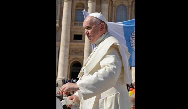 Papa Francisco cierra la ordenación de hombres casados como sacerdotes.
