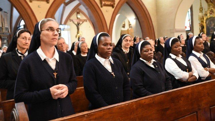 El Papa Francisco abre comisión para discutir diaconado femenino