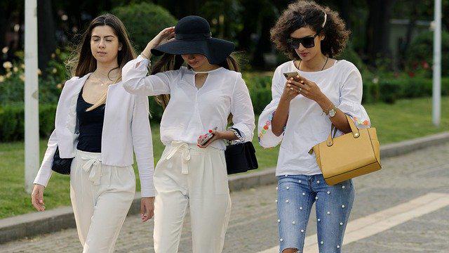 Mujeres con celulares, El uso del celular en la calle en Yamato Japón quedará prohibido