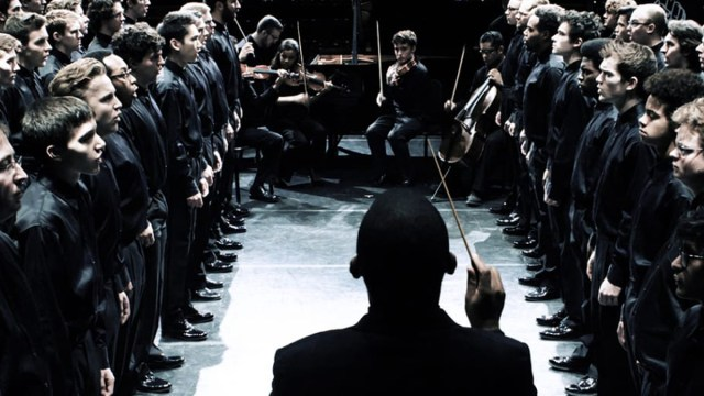 Orquesta interpretando Seven Last Words of the Unarmed, música a últimas palabras de afroamericanos asesinados por la policía