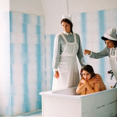 Vogue retiró una ortada en la que distorsionó la realidad de los transtornos mentales, usuarios de redes sociales señalaron que las enfermedades mentales no son una tendencia