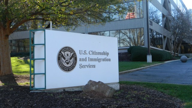 Edificio ICE, Muchas universidades podrían optar por sólo clases en línea los estudiantes extranjeros tendrían que dejar EE.UU