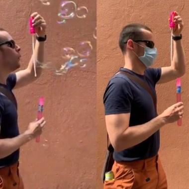 Carlos Gershenson, investigador de la UNAM, realizó un experimento con burbujas para probar la efectividad del cubrebocas, Captura de Pantalla