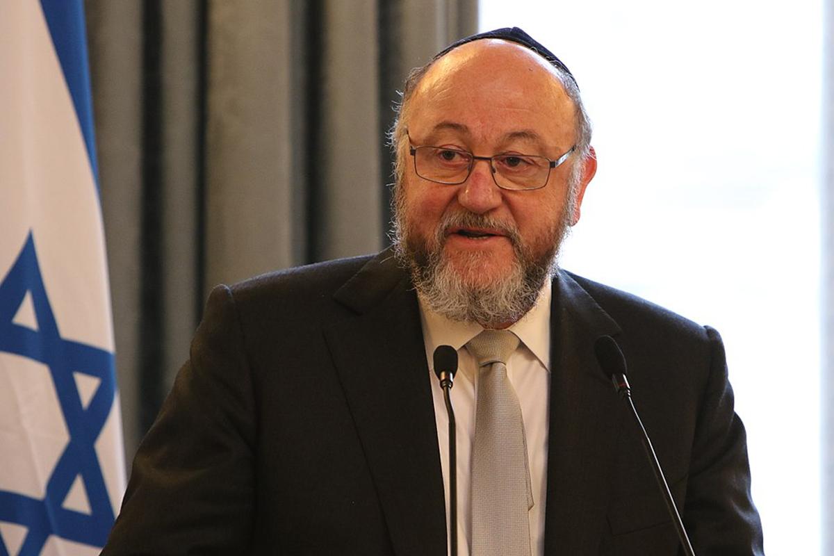 """El rabino Ephraim Mirvis acusó a Facebook y Twitter de inacción ante """"discursos de odio"""" antisemita en ambas redes sociales tras publicaciones de Wiley"""
