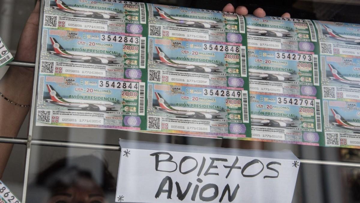 Presionan trabajadores INFONAVIT comprar cachitos rifa avión presidencial