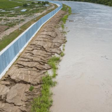 Muro fronterizo 'privado' de EEUU con México en riesgo de colapso