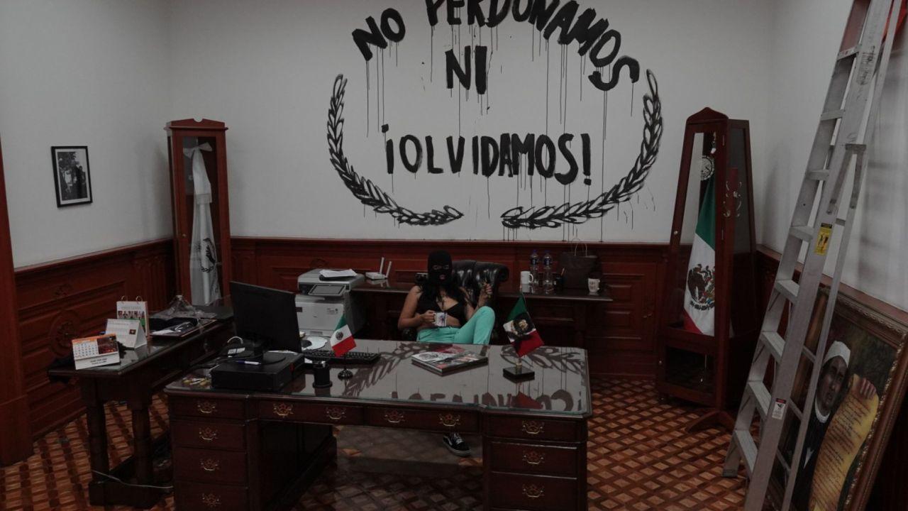 Feministas y madres de mujeres asesinadas toman la CNDH